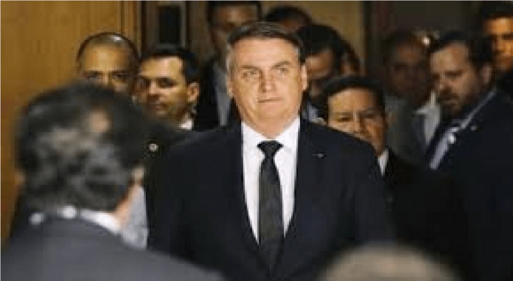 """Bolsonaro faz discurso agradecendo a eleitores e diz """"Lá na frente, todos votarão, tenho certeza"""""""
