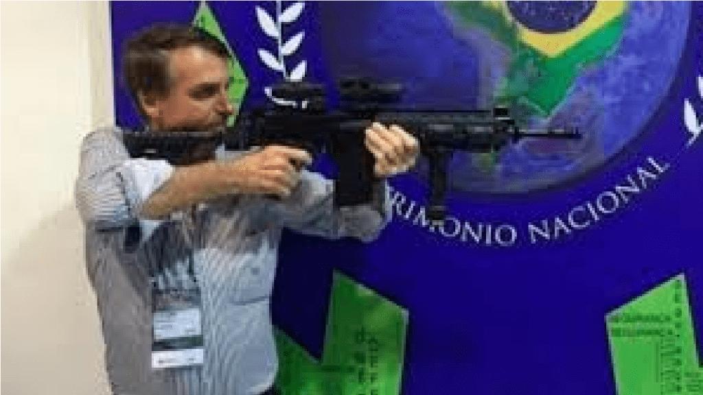 Presidente Bolsonaro pede apoio à população contra veto ao decreto das armas