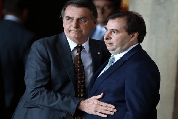 """Bolsonaro diz que crise com Rodrigo Maia é """"página virada"""""""