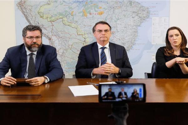 Bolsonaro provoca PT em mais uma 'live semanal'