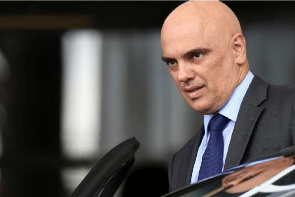 Ministro do STF decreta bloqueio de contas na internet de quem atacar a corte