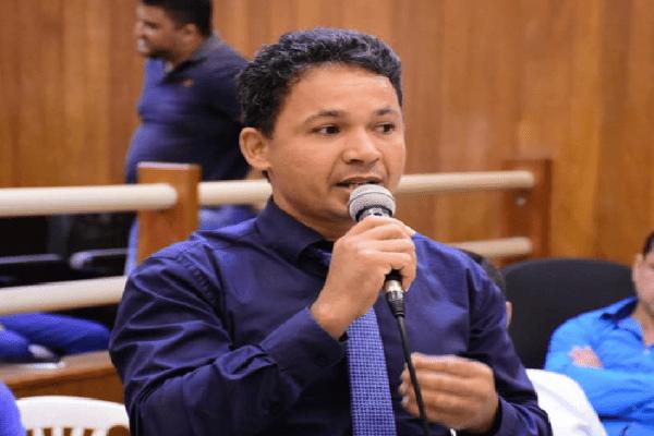 Welesson Oliveira critica vereador do PT pela ausência na audiência na Câmara de vereadores de Valadares