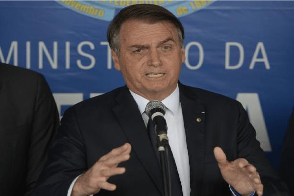 Bolsonaro e Crivella assinam acordo por novo autódromo no Rio de Janeiro