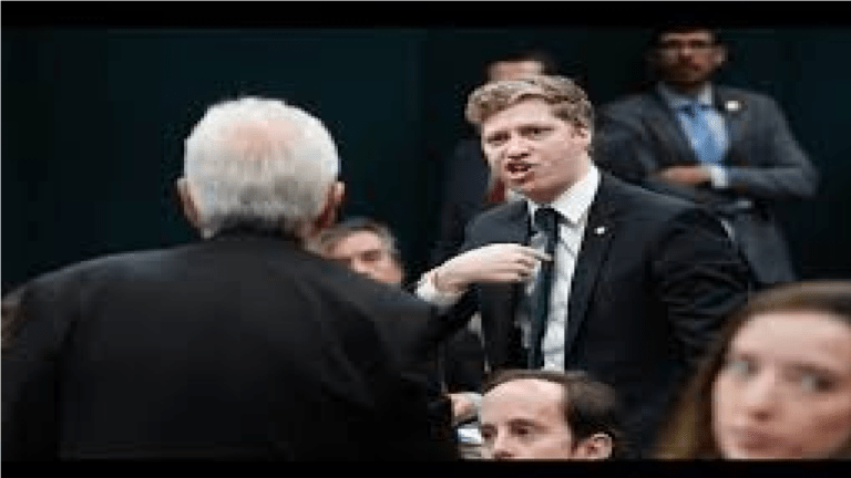 Vídeo que mostra líder do PSOL sendo desmascarado na Câmara viraliza na Web