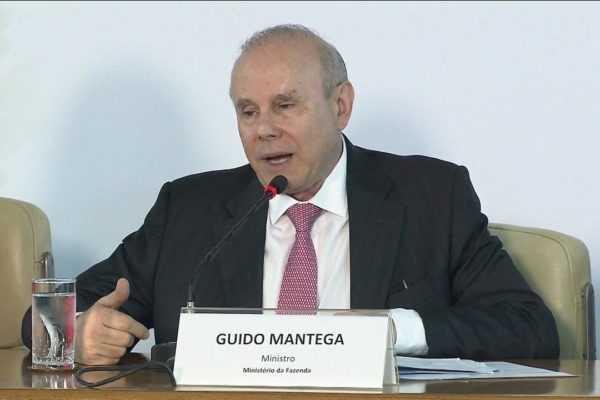 Juiz determina que Guido Mantega use tornozeleira