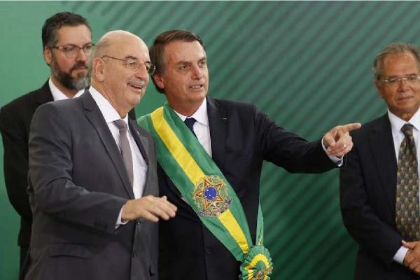 """""""A decisão é da Anvisa e não minha"""" diz Bolsonaro sobre legalização da cannabis para uso medicinal"""