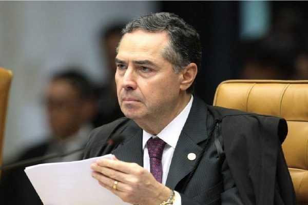 """Ministro Barroso diz que parceria do TSE com redes sociais """"protege a democracia"""""""