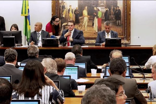 CCJ da Câmara adia votação de propostas sobre prisão após 2ª instância