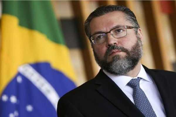 Comissão do Senado aprova convite a ministro Ernesto Araújo