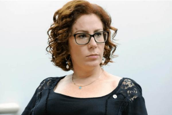 Deputada Carla Zambelli é intimada pela PF a depor em inquérito de Alexandre de Moraes