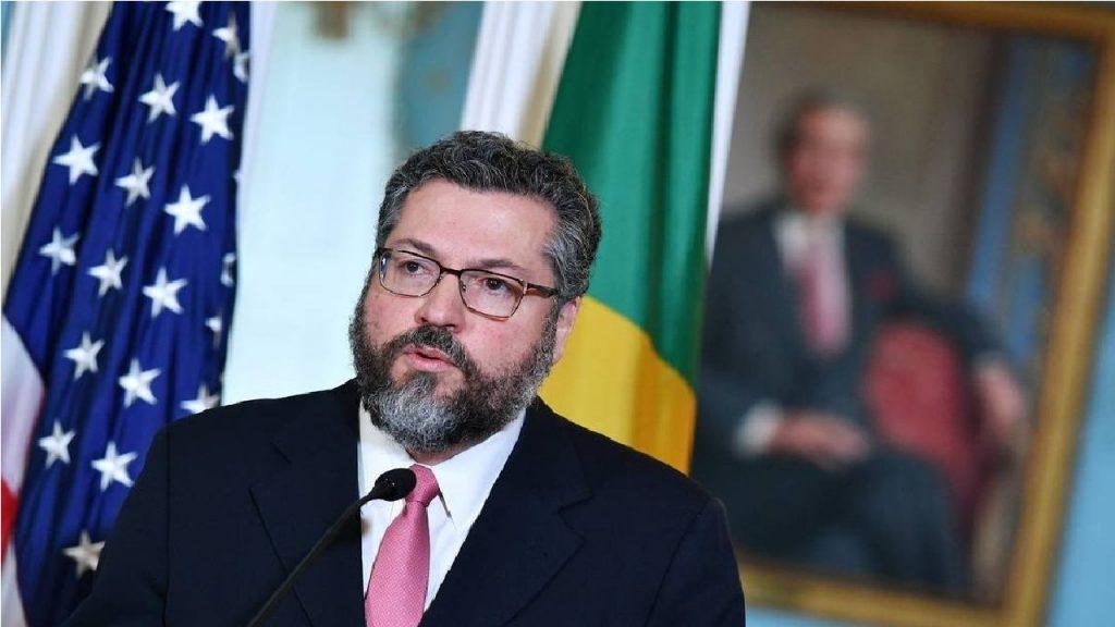 Ministro Ernesto Araújo confirma presença no Senado Federal