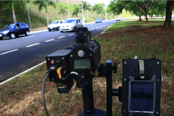 Governo pede mais tempo para retomar o uso de radares móveis