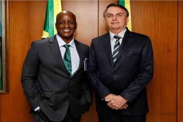 Presidente Bolsonaro diz que reconduzirá Sérgio Camargo à Fundação Palmares
