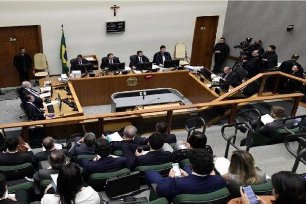 Pena de Condenado é reduzida pelo STJ com base em decreto de armas