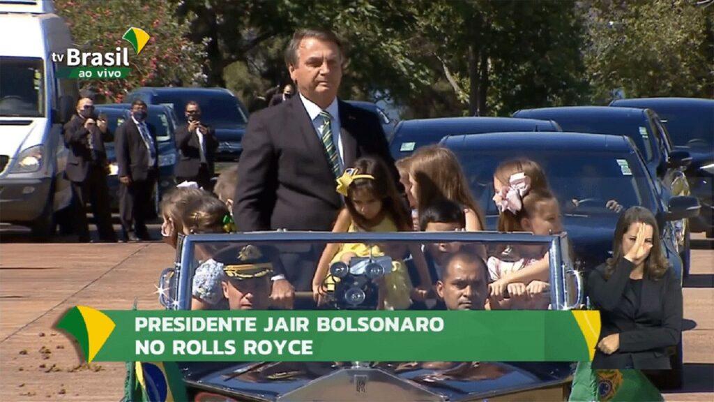 Bolsonaro participa de desfile emocionante com crianças em comemoração ao Dia da Independência do Brasil