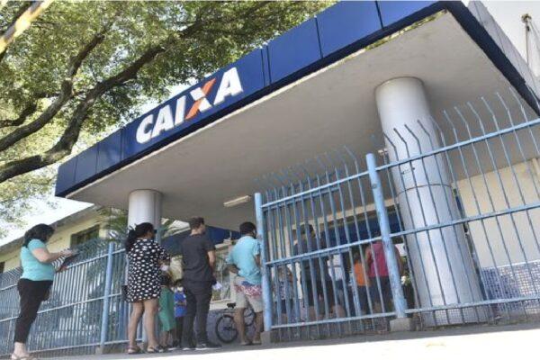 Caixa paga auxílio emergencial de R$ 300 a 1.6 milhão de beneficiários do Bolsa Família nesta quarta-feira