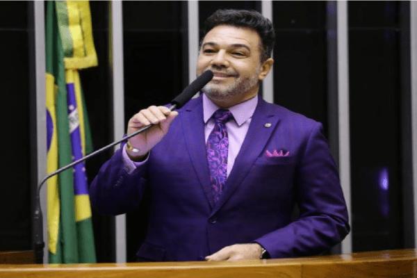 """Feliciano diz que cobranças tributárias absurdas às igrejas é culpa da """"arbitrariedade petista"""""""