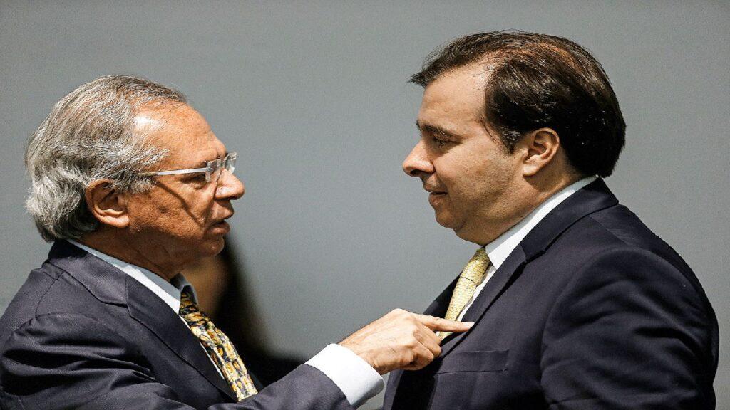 """Paulo Guedes se afastará de articulação """"direta"""" do governo com o Congresso"""