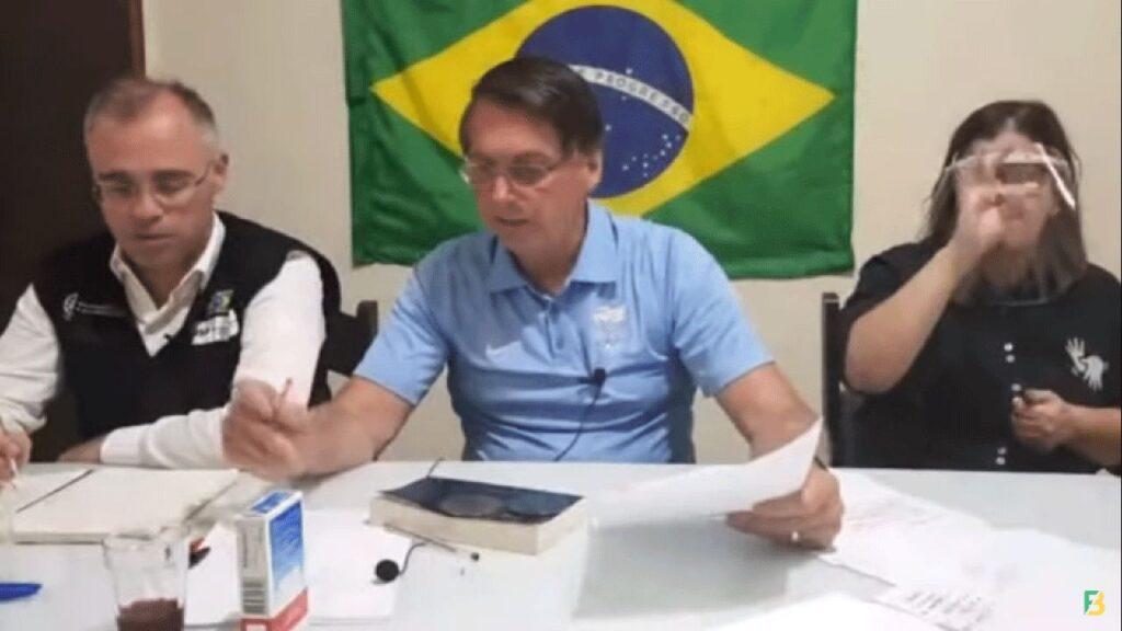 """Bolsonaro critica projeto que determina prisão para quem não usar máscara: """"Se matar não vai preso"""""""