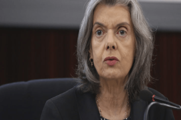 """Ministra do Supremo, Carmen Lúcia dispara: """"Acho muito difícil superar a pandemia com esse desgoverno"""""""