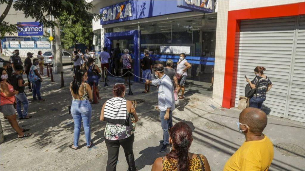 Beneficiários do Bolsa Família recebem parcela extra do auxílio emergencial nesta segunda-feira