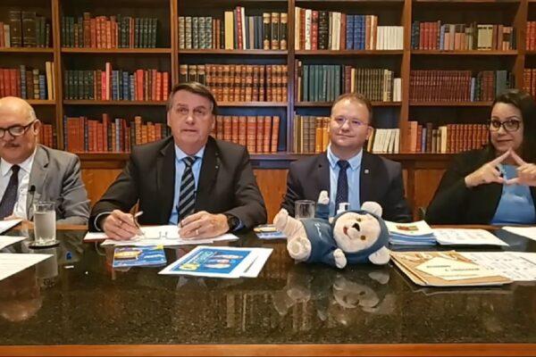 """Bolsonaro diz que nunca tratou a Covid-19 como """"Gripezinha"""",""""Eu não generalizei"""""""