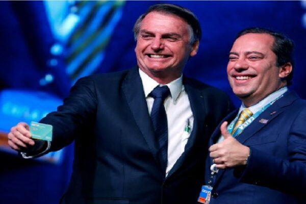 Bolsonaro participa de Cerimônia Alusiva à Marca de 100 milhões de Poupanças Sociais Digitais CAIXA
