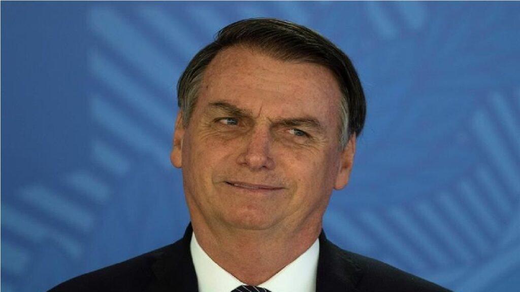 """Bolsonaro rebate Folha, Globo e OESP e dispara, """"Buscam aqui algum comentário meu para me atacar, deturpando o postado"""""""