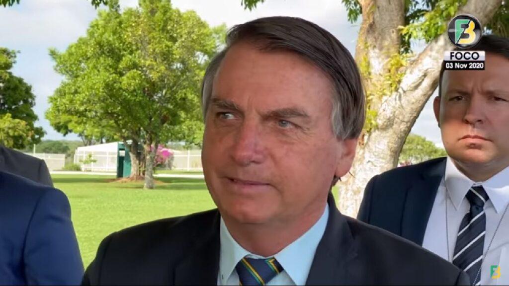 Presidente Bolsonaro conversa com apoiadores e fala sobre eleição dos EUA