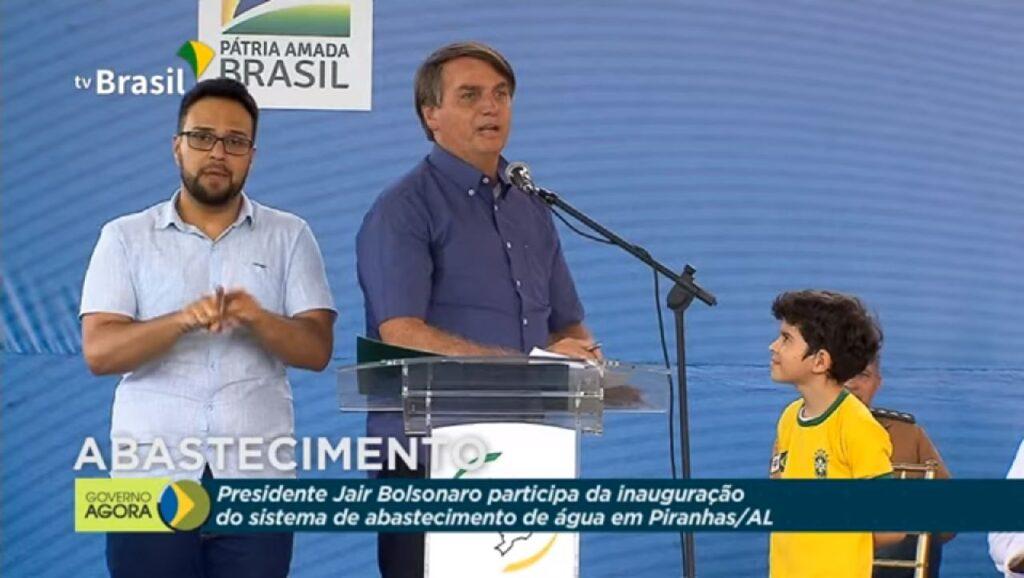 """""""Vamos nos preocupar com política"""" diz Bolsonaro sobre eleições municipais"""
