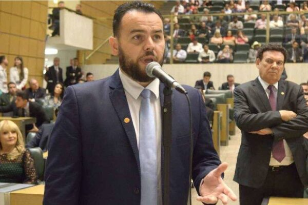 """Gil Diniz sobre Bruno Covas: """"Coveiro soldador de portas"""" persegue empresas em SP"""