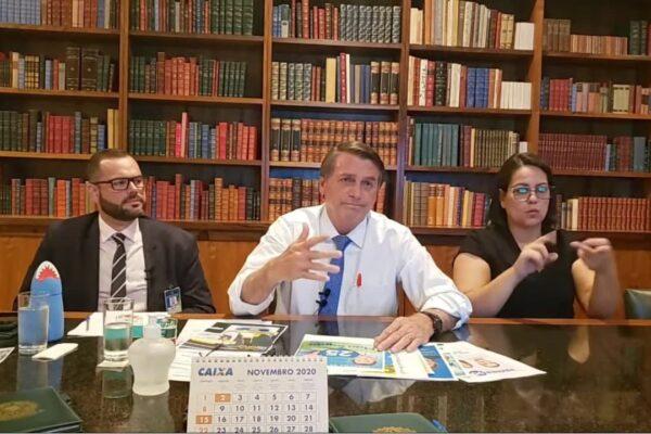 """Bolsonaro diz que vai lutar para que """"tenha um sistema eleitoral confiável em 2022"""""""