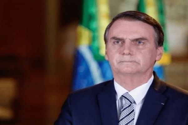 """Presidente Bolsonaro: """"Tempo vem provando que estávamos certos sobre a Covid-19"""""""