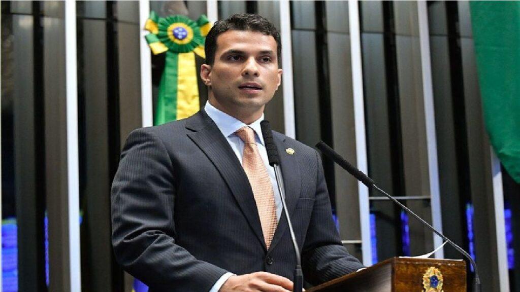 """""""Temos que tomar muito cuidado mesmo"""" diz Senador Irajá, acusado de estupro"""