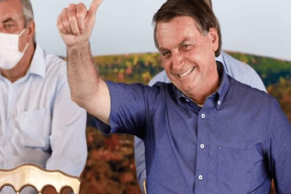 Internautas voltam a prestar homenagem ao presidente e hashtag 'Somos Todos Bolsonaro' bomba na web