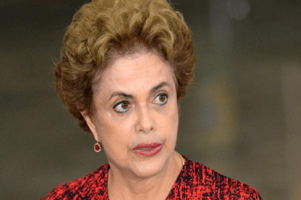 """Nas redes sociais, Dilma ameaça: """"Voltaremos!"""""""