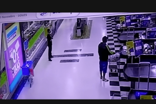 Vídeo mostra últimos minutos de João Alberto antes de morrer em Loja do Carrefour
