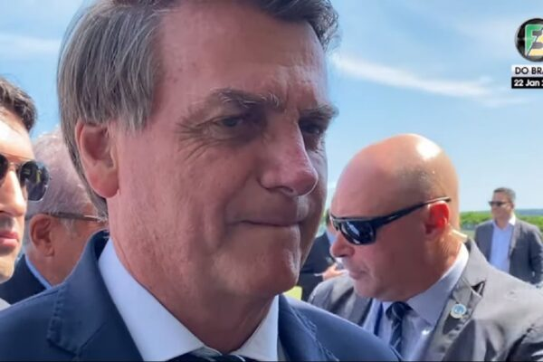 """Bolsonaro a apoiadores, """"Nunca houve qualquer estremecimento das relações entre Brasil e China e entre Brasil e Índia"""""""
