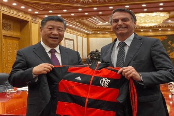 """Bolsonaro agradece a China pela """"sensibilidade"""" na liberação de insumos para a Coronavac"""