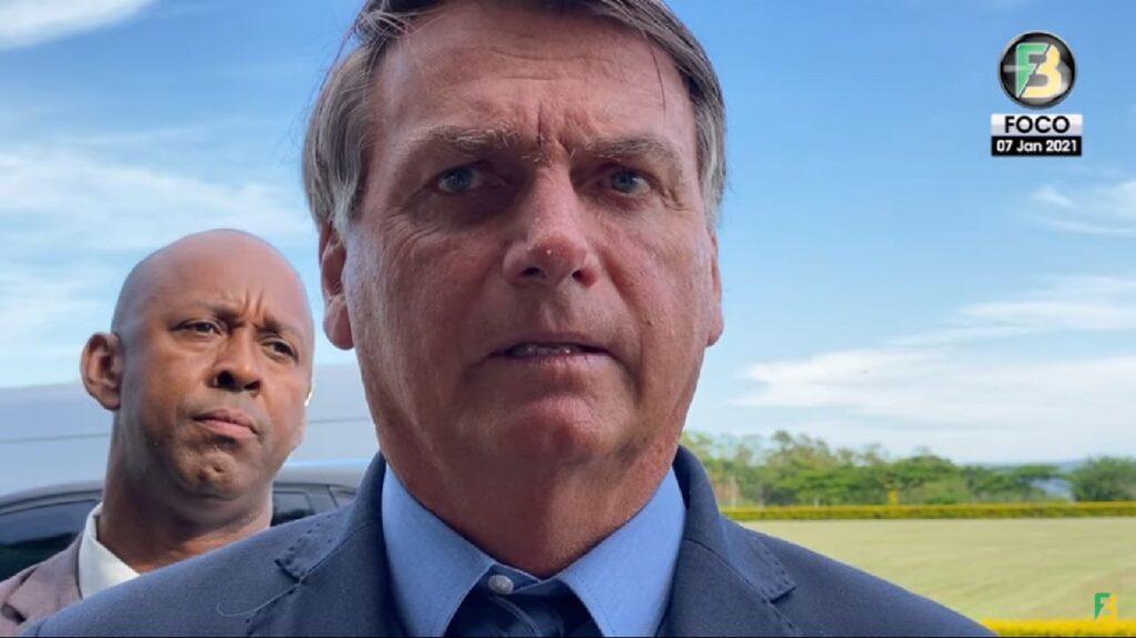 """Bolsonaro detona William Bonner e dispara, """"Acabou a teta do governo, para vocês. Acabou a grana Bonner"""""""