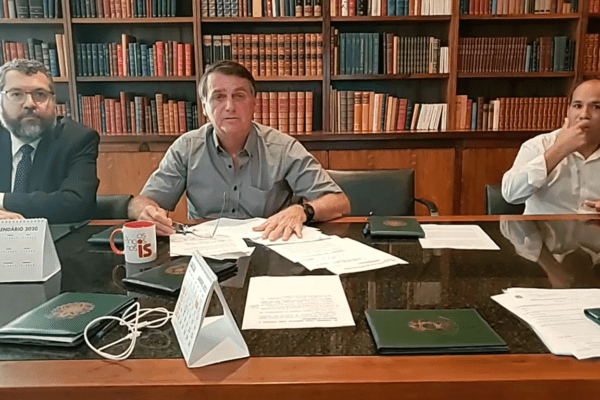"""Bolsonaro diz que as """"Forças Armadas estão comprometidas com a democracia e liberdade"""""""