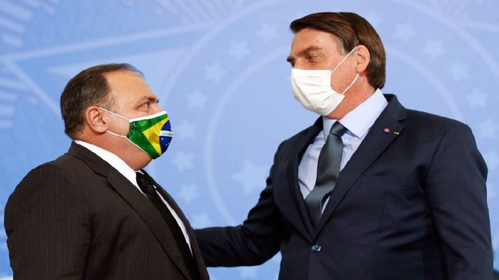 """Bolsonaro diz que governo suspendeu compras de seringas até que """"os preços voltem à normalidade"""""""