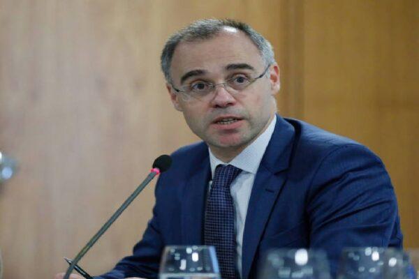 Ministro da Justiça pedirá abertura de inquérito contra Ruy Castro após sugerir suicídio a Bolsonaro e Trump