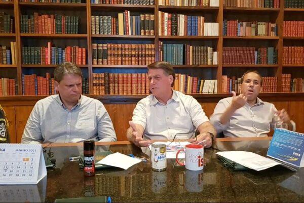 """""""Meu silêncio responde a dúvida de todo mundo."""" diz Bolsonaro sobre conclusão da PF em inquérito de Alexandre de Moraes"""