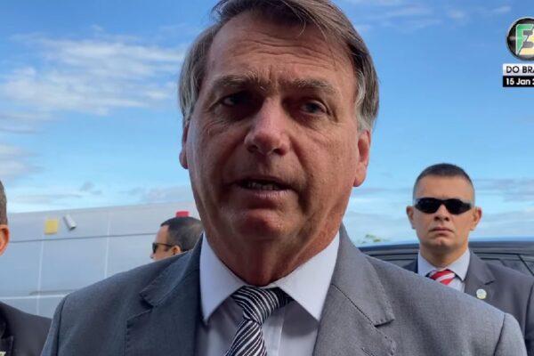 Presidente Bolsonaro diz que não está fazendo campanha contra a vacina da covid-19