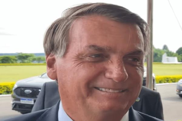 Presidente é surpreendido por pedido de criança de 8 anos ao conversar com apoiadores: 'Quero deixar um Brasil bem melhor para vocês'