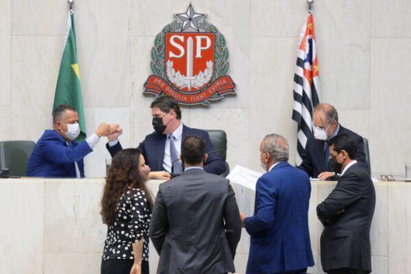 Alesp aprova lei que multa 'fura-filas' em até R$ 100 mil