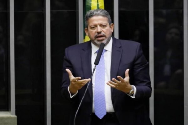 Arthur Lira convoca sessão para votar projetos sobre prisão de deputados e imunidade