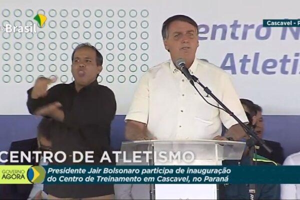 Presidente Bolsonaro agradece aos caminhoneiros por não aderir a greve