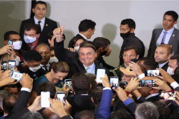 Presidente Bolsonaro entrega à Câmara projeto para privatização dos Correios